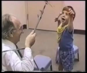 Музыкальный терапевт Клайв Роббинс: исторические кадры.